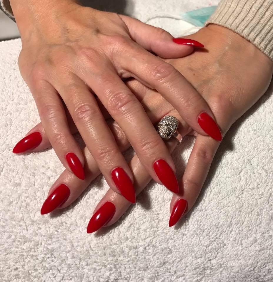 bellamio_röda_naglar